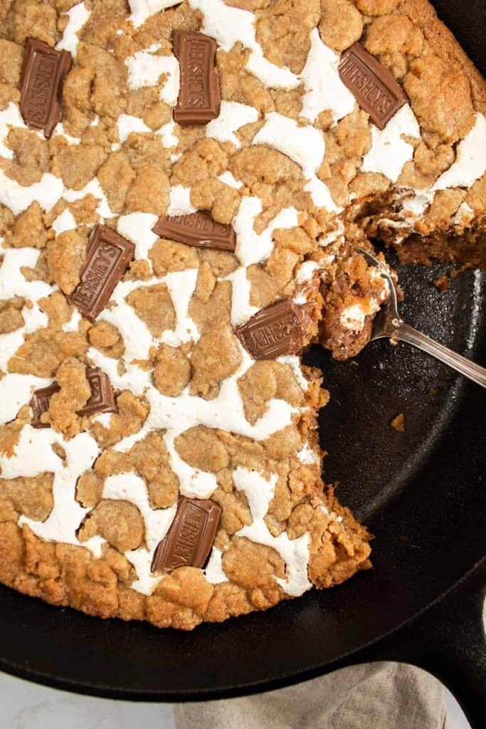 close up of s'mores skillet cookie with spoon